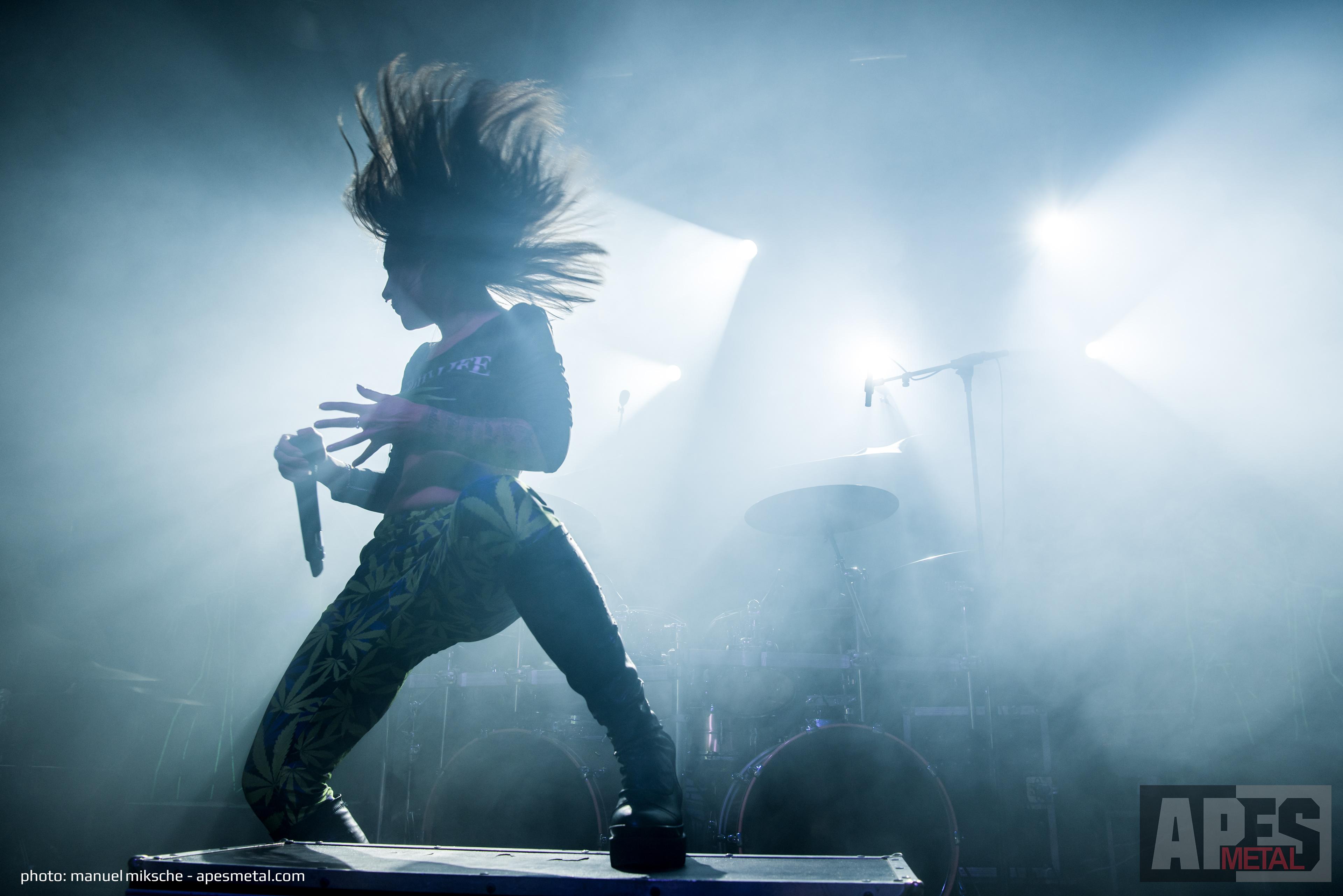 Jinjer als Vorband für Arch Enemy in der TonHalle in München